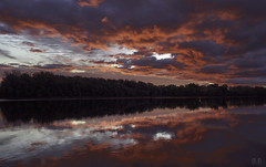 Connecticut River Sunrise Oct. 25, 2018 (9957) IV ((8_8)) Tags: sunrise goldenhour reflection reflectionphotography connecticutriver color colorful clouds cloudscape skyandclouds cloudy landscape landscapephotography sonya7ii sonyvariotessartfe1635mmf4za sony sonyvariotessar1635mm autumninnewengland autumn