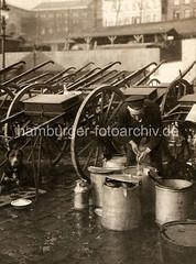 bildarchiv-hamburg-com_B3CMXu9LWk (stadt + land) Tags: hunde hund bilder fotos arbeitshund historisch früher aufgabe transport alte fotografien