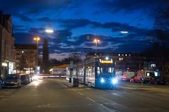 Erster Einsatz für T1-Wagen 2803 auf der Linie 12: Der Avenio der ersten Serie am Romanplatz (Frederik Buchleitner) Tags: 2803 avenio linie12 munich münchen romanplatz siemens strasenbahn streetcar twagen t1 tram trambahn