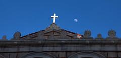 Cruz y luna (vic_206) Tags: moon luna cruz iglesia church