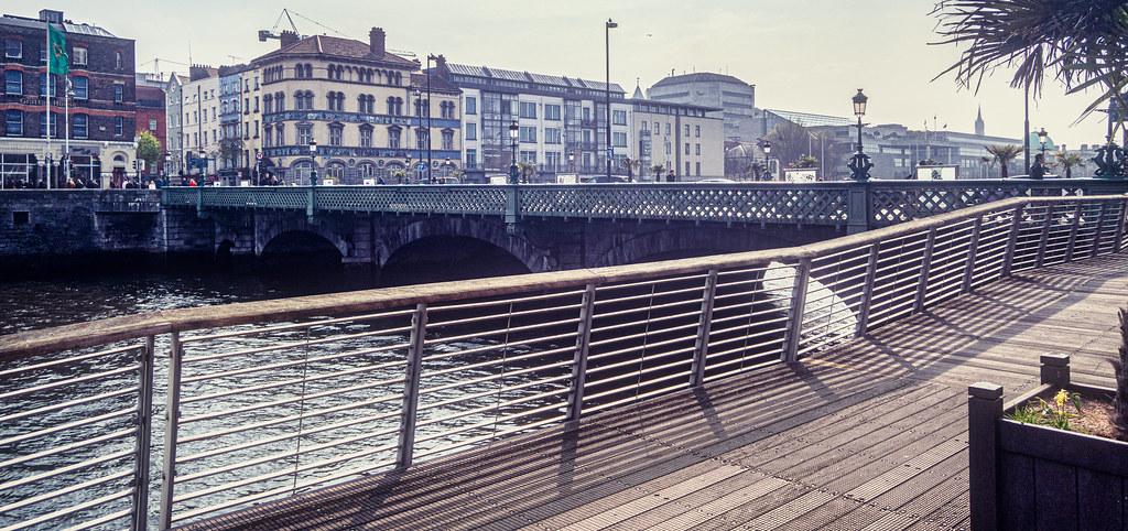 GRATTAN BRIDGE [ACROSS THE RIVER LIFFEY]-151505