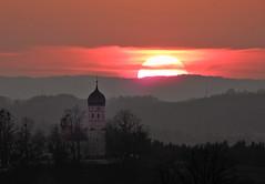 Right time, right place (Claude@Munich) Tags: germany bavaria upperbavaria münsing degerndorf holzhausen sunset evening church claudemunich bayern obarbayern sonnenuntergang abends abend abendstimmung kirche stjohannbaptist