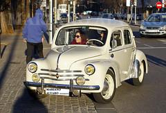 Cuatro-cuatro (Mariano Alvaro) Tags: renault 44 clasicos coches cars car coche clasico classic madrid legazpi matadero ruedas asfalto trafico