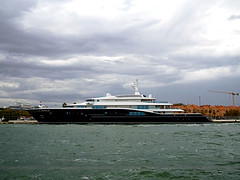 Privatjacht (ingrid eulenfan) Tags: italien italy italia venedig venezia privatjacht jacht schiff boot wasser adrialagune himmel