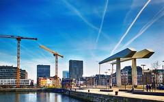 Londenbrug (roberke) Tags: cityscape city stad buildings torengebouw water brug bridge sky lucht blauw bleu blue bouwkranen antwerp antwerpen belgium belgie architecture architectuur stadszicht