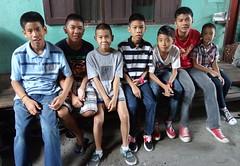 boys on a bench (the foreign photographer - ฝรั่งถ่) Tags: seven boys bench sitting khlong bang bua portraits bangkhen bangkok thailand sony rx100