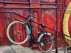 Lyon - Le vélo bleu à la Croix-Rousse. (Gilles Daligand) Tags: lyon rhône croixrousse escalier vélo chaine bicyclette