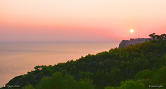 ARMONIA. (Salvatore Lo Faro) Tags: natura nature cielo mare sole alba rosso acqua oceano verde alberi collina promontorio serenità armonia terra salvatore lofaro nikon 7200
