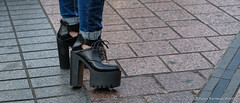 Tokyo's Street (GilBarib) Tags: bottes soulier street urbain talon xf1655mm voyage xt3 urban highheels shoe travel japon gillesbaribeauphoto fujifilm rue ytalonhaut xf1655mmf28rlmwr fujix tokyo gilbarib