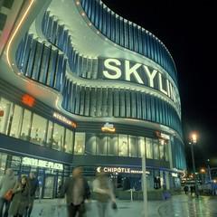 Mall Entrance (ucn) Tags: rolleiflex35b mutar07x frankfurtammain nacht tessar75mmf35 cinestill800t