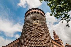 • Castello Sforzesco • (LauLópez) Tags: castello sforza sforzesco castel castillo sky cielo milan milano fuente blue clouds colours colores italy italia nikon