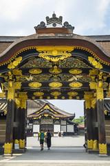 porta karamon (_perSona_) Tags: japan japó japón kyoto nijo jo castle castillo castell porta puerta gate karamon tokugawa karakado unesco world heirtage patrimoni patrimonio humanidad humanitat