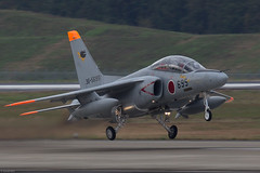 Kawasaki T-4 36-5695 JASDF 301 Hikotai taking off at Hyakuri AB (Jeroen.B) Tags: 2017 air airbase base hyakuri jasdf japan japanairselfdefenseforce kōkūjieitai rjah aircraft jet kawasaki 365695 t4 1095 301 hikotai ibaraki airport airfield 百里飛行場 hikōjō selfdefense force self defense 航空自衛隊 kōkū jieita