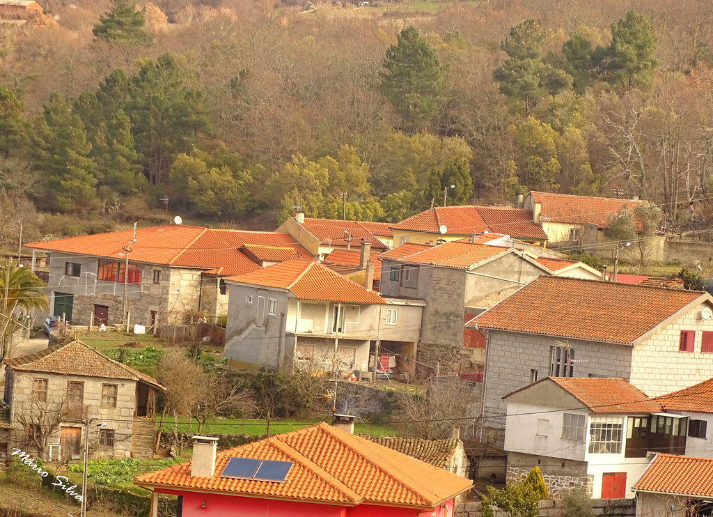 Águas Frias (Chaves) - ,,,uma visão sobre parte da Aldeia ...