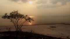 Rio Negro - Sunset (sileneandrade10) Tags: sileneandrade rionegro manaus amazonia pôrdosol sunset rio água reflexo espelho desfoque viagem turismo paisagem landscape nikon nikoncoolpixp900 céu atmosfera