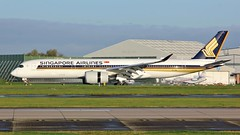9V-SMN (AnDyMHoLdEn) Tags: singaporeairlines a350 staralliance egcc airport manchester manchesterairport 23r
