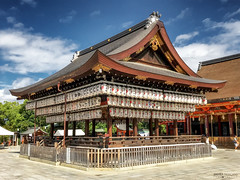 Yasaka Shrine, Gion District - Kyoto (Japan) (Andrea Moscato) Tags: andreamoscato giappone japan asia japanese 日本 nihon nippon asian light luce green shadow ombre prefecture attraction ombra site national nature natura natural naturale landscape paesaggio day sun white sky cielo nuvole clouds view vivid vista scenic blue parco park trees history historic ancient treasure wood art giardino building architecture kyōto monument red people tourist blu square orange lanterna fence