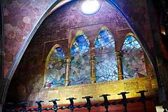 Palau Güell - Gaudí (Fnikos) Tags: palau palaugüell gaudí antonigaudí building construction architecture design diseño vitral stainglass light colour color frame wall window outdoor