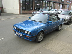 BMW 318 Cabriolet (Andrew 2.8i) Tags: carspotting spotting street car cars streetspotting united kingdom wales classic classics spot road find german e30 3series cabriolet convertible 318i 318 bmw