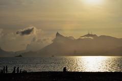 Rio de Janeiro... vc é LINDO! bfds (Ruby Ferreira ®) Tags: sunset pôrdosol silhuetas silhouettes beach praia christtheredeemer monumentocristoredentor areia turistas tourists sand boats
