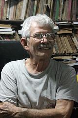 Benito (ici vostock) Tags: camaguey cuba 2019 benito estrada fernandez escritor far amigo el mayor retrato color canon t5i libros