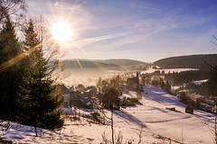 Scheibe Alsbach (A.K. 90) Tags: winter snow schnee sunshine sunlight sun sunrise bluesky blauerhimmel thüringen thüringerwald schiefergebirge fog nebel landscape landschaft nature natur ausblick church kirche trees bäume forest wald sonyalpha6300 e18135mmf3556oss outside outdoor cold kalt light licht