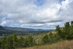 Mt Perry [looking south] (Dreaming of the Sea) Tags: 2018 nikond7200 tamronsp2470mmf28divcusd saturdaylandscape mtperry bundaberg queensland australia bluesky trees grass mountains clouds gimp