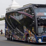 Now this is a bus... thumbnail