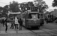 Stationplein 1969 (railfan3) Tags: amsterdamsetrams amsterdamtrams publictransport openbaarvervoer lijn25 gvb552 enkelgledetrams stationplein centraalstation gvb gemeentevervoersbedrijf tramstramlijnen tramlijnen tramlijn25 ouderwetse oudetrams oudewagens oldtimers oldtrams grijzetrams beijnestrams 1ggeledetrams vintagetrams retrotrams trams trolleys tramcars transport tramway tramwagens trammaterieel trammetjes tramstellen streetcars strassenbahnwagen strasenbahn streetscene straatbeeld straatplaat amsterdam amsterdamse amsterdams 551575 1969 trams1969