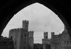 Caernarfon Castle (richardr) Tags: building architecture wales welsh cymru britain british greatbritain uk unitedkingdom europe european old history heritage historic caernarfoncastle caernarfon castle castell arch blackwhite blackandwhite medieval medievalarchitecture northwales gwynedd cadw
