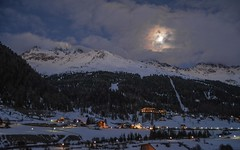 Notturno a Solda (con luna) (giorgiorodano46) Tags: marzo2019 march 2019 guirgiorodano solda sulden altoadige sudtirolo italy inverno winter hiver alpi alpes alps alpen