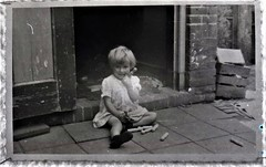 img694.jpgw (Steenvoorde Leen - 12.4 ml views) Tags: familie jan beugelsdijk lisse familiejanbeugelsdijklisse bollenstreek oldphoto oldpicture kid girl meisje
