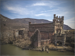 **BANNERMANS ISLAND ARSENAL** (Rich Zoeller Photography) Tags: beacon newyork unitedstatesofamerica us richzoellerrich zoeller thatkidrich ny photographer bannerman castle arsenal bannermanscastle bannermansisland history historic landmark abandoned ruins hudson landscape nature drone dji arielphotography decay mavicpro mountains sky clouds architecture explore