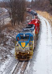 D&H 7304- Gliding down Shortline Hill (Khang Lu) Tags: cp canadian pacific shortline hill st paul minnesota mn dh delaware hudson 7304 gp382 emd hat humboldt ave transfer train locomotive engine railroad snow