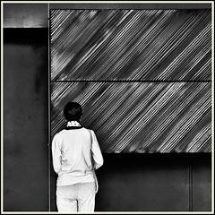 Lines & Beyond #20 (Napafloma-Photographe) Tags: 2018 architecturebatimentsmonuments artetculture aveyron bandw bw fr france kodak kodaktrix400 mã©tiersetpersonnages personnes rodez techniquephoto blackandwhite boutique monochrome napaflomaphotographe noiretblanc noiretblancfrance pellicules photoderue photographe photographie province streetphoto streetphotography muséesoulages musée pierresoulages oeuvre tableau visitor