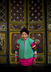 Old Mongolian Minority Woman, Tong Hai, Yunnan Province, China (Eric Lafforgue) Tags: a0006823 adultsonly asia china clothing colorpicture costume frontview lookingatcamera moghul mongolian mongolianethnicity onepeople oneperson onewomanonly realpeople temple tonghai traditionalclothing traditionalculture traditionaldress vertical waistup womenonly yunnan yunnanprovince