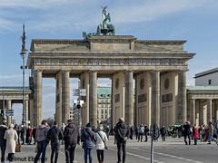 Berlin, Brandenburger Tor (bleibend) Tags: 2019 em5 leicadgsummilux25mmf14 omd berlin brandenburgertor bundeshauptstadt hauptstadt m43 mft olympus olympusem5 olympusomd