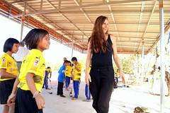 Une bénévole sur un programme de coaching sportif en Asie (infoglobalong) Tags: stage étudiant service bénévolat volontaire international engagement solidaire voyage découverte enseignement éducation école enfants aide alphabétisation scolaire asie thaïlande jeux sport art informatique rénovations