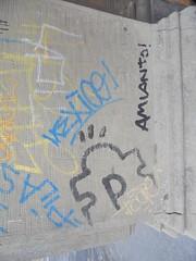 957 (en-ri) Tags: amianto nero blu pezzo puzzle tag giallo nexice 4pi bologna wall muro graffiti writing
