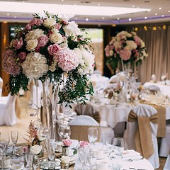 There's nothing more elegant than making a statement with flowers at a wedding! These large arrangements were packed with roses, hydrangea and peonies @moddershalloaks  . . #parsleyandsageflorist #stokeontrentflorist #hydrangealove #hydrangea #peonies #ro (parsleyandsage11) Tags: peonies flowerstagram weddingseason wedding2019 weddingbells flowerdaily weddingdecor hydrangea weddingflowersdecor weddingflorist weddinginspiration weddingideas 2019wedding weddingflorals parsleyandsageflorist hydrangealove rose weddingday stokeontrentflorist