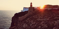 Phare de Sagres , Portugal (Richard et Audrey) Tags: portugal algarve sagres couchedesoleil falaise soleil borddemer mer