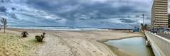 Levantera en Fuengirola (woto) Tags: fuengirola málaga andalucía spain playa arena levante viento puente edificio mar panoramica hdr
