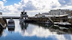 Du quai de la douane (ludob2011) Tags: smc pentax sony a7ii brest abeille bourbon port harbor bateaux boats tug remorqueur fa50 finistere bretagne pennarbed