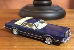 1977 Lincoln Continental Mark V 1/64 NEO (Eunus El Ya) Tags: neo 1977 markv continental lincoln fullsize luxury 70s american muscle car diecast toy model fomoco ford mercury malaise era personal modelcarworld 1970s cars