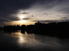 Chaque matin (Calinore) Tags: paris city ville france silhouette seine river bridge pont morning matin