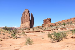 Arches National Park - Courthouse Towers (Itinerant Wanderer) Tags: utah archesnationalpark nationalparkservice nps parkavenuetrail courthousetowers