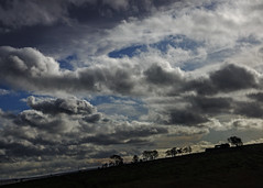 horizon (lowooley.) Tags: vindolanda northumberland northernengland horizon sillhouette farmhouse trees sky clouds