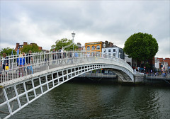 Ha'penny bridge (angelsgermain) Tags: bridge pedestrianbridge castiron water river liffey liffeybridge city dublin baileáthacliath ireland éire
