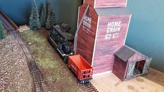 The grain elevator in the far corner of the layout. (Modelspoor) Tags: modelrailroad gp18 175 southern diy oldpigweed grainelevator spiderfield