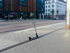 Well aligned (Fredrik Forsberg) Tags: sweden stockholm kungsgatan scooter omdem5ii 20mmf17
